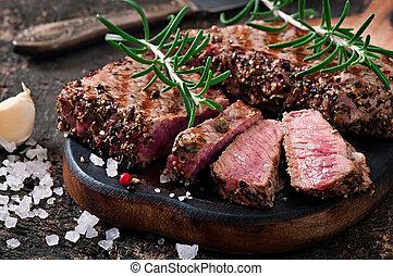 bifteck, moyen rare, juteux, boeuf