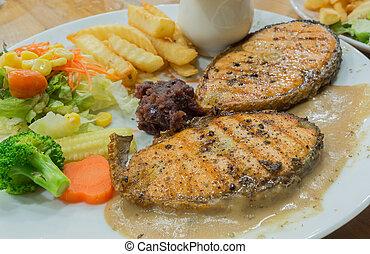 biftecks, saumon grillé, plaque, blanc