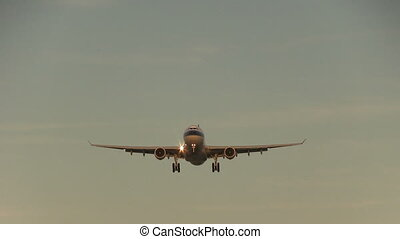 Big airliner flying overhead - This is some high quality...
