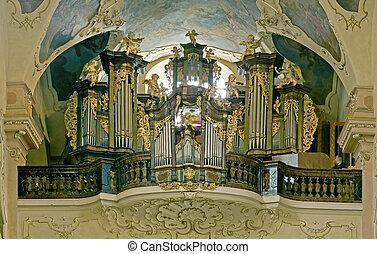 big baroque organ