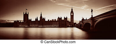 London at dusk - Big Ben and House of Parliament in London ...