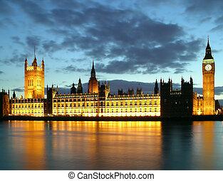 Big ben at dusk - Houses of parliament and big ben at sunset...