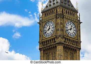 Big Ben close-up with clouds