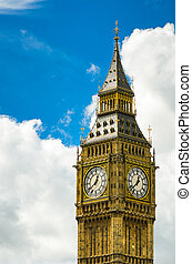 Big Ben closeup with clouds