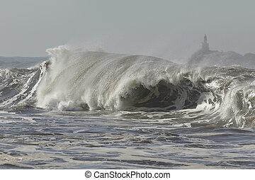 Big breaking wave