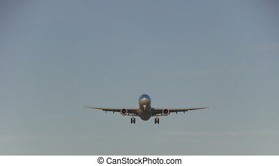 Big jet overhead - This is some high quality footage of...