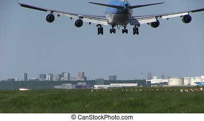Big jumbojet landing - This is some high quality footage of...
