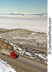 18 Wheeler gains ground down interstate highway in mountainous Washington State