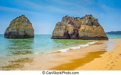 Big rocks the ocean in Portugal
