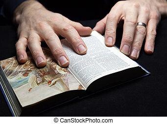 bijbel, heilig, twee, lezende , hands., man
