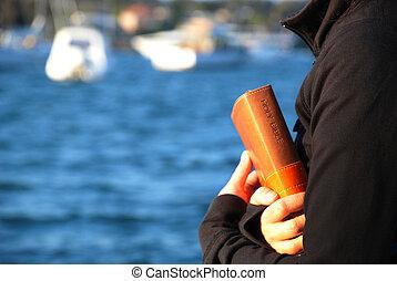 bijbel, vasthouden, zee, handen