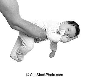 bijna, slapende, baby meisje, in, vader, armen, op wit