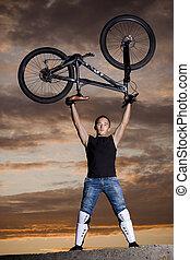 biker montanha, silueta, amanhecer