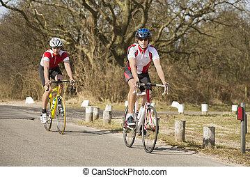 bikers, equitación, en, un, camino de país