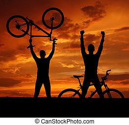 bikers, montaña, dos