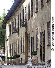Bikeway along the Naviglio Grande, Villa Gaia at Robecco -...
