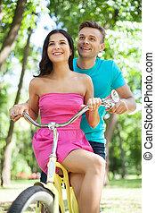 biking., coppia, parco, giovane, allegro, bicicletta passeggia, amare