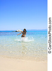 bikini, femme, bronzé, mer