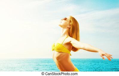 bikini, femme, plage, jeune, heureux