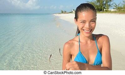 bikini, porter, cligner, lunettes soleil, sourire, plage, ...