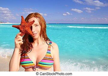 bikini, tourist, frau besitz, seestern, tropischer strand