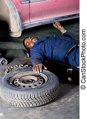 bil mekaniker, reparation, under, fordon