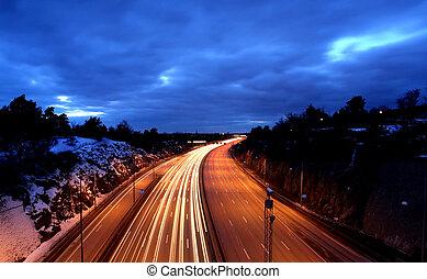 bilar, om natten, med, rörelse, blur.