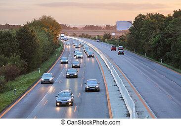 bilar, på, motorväg, väg, hos, solnedgång