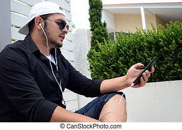 bild, von, junger mann, gebrauchend, a, smartphone
