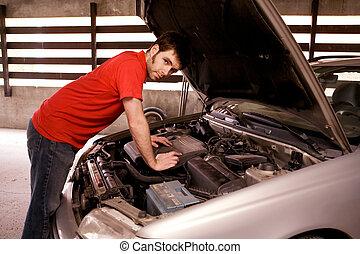 bilen reparerar