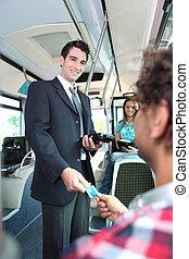 billets, vérification, sourire, tram, conducteur