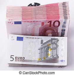 Bills of 5, 10 Euro