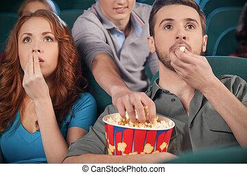 bio, film, män, ung, session, stöld, popcorn, under, popcorn...