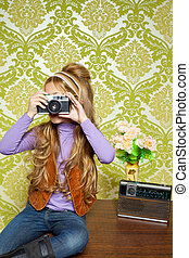 biodro, retro, mała dziewczyna, polowanie, fotografia, na, aparat fotograficzny rocznika
