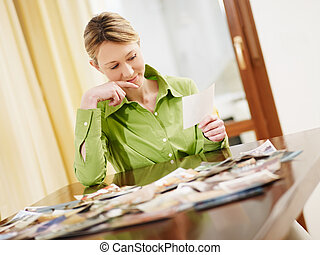 biondo, donna guardando, a, foto