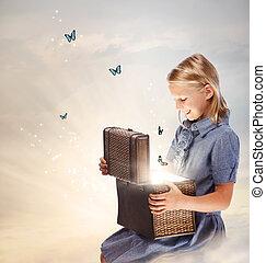 biondo, ragazza, apertura, uno, scatola tesoro