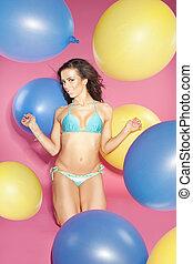 biquíni, menina, segurando, balões, .
