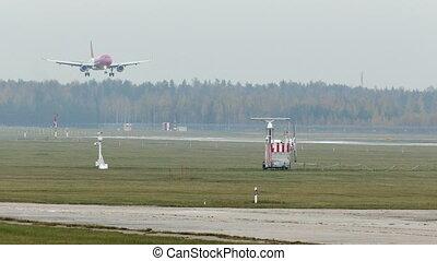 Bird aircraft strike hazard prevention radar with Landing...
