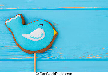 Bird cookie decorated with frosting.