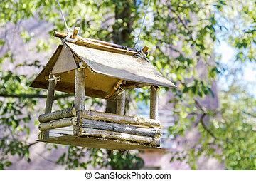 bird feeder weighs on the tree