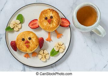 Birds ricotta pancakes for kids breakfast