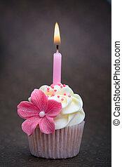 Birthday cupcake - Cupcake decorated with a pink sugar...