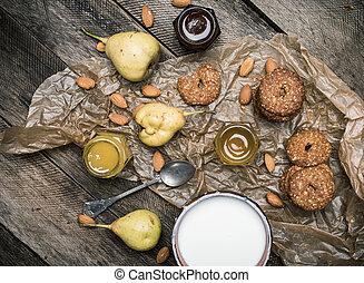 biscoitos, amêndoas, pêras, rústico, madeira, gostoso, leite