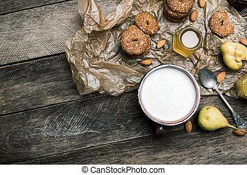 biscoitos, madeira, pêras, amêndoas, tabela, leite