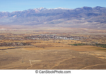 Bishop California - the city of Bishop and the White...