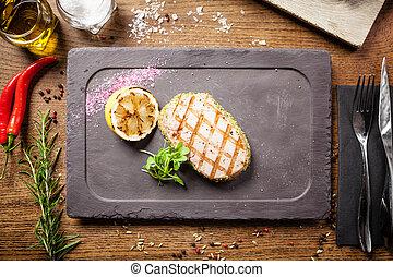 bistecca, cotto ferri, panko, tonno, limone