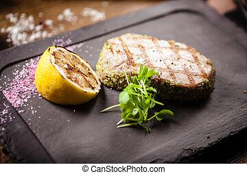 bistecca tonno, panko, limone, cotto ferri