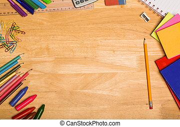 biurko, na górze strzelony, uczniowie