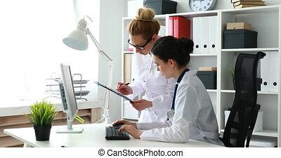 biuro., dokumenty, samica, pracujący, leczy