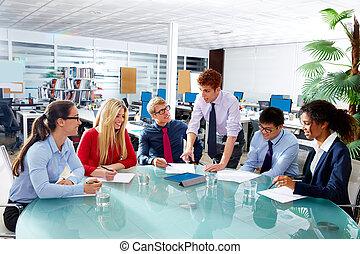 biuro, handlowy zaludniają, wykonawca, zaprzęg spotkanie